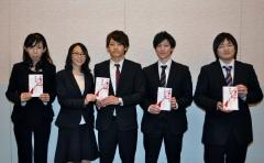 左より久保田洋子主任検査技師、和出南病棟看護師、三宅洋平理学療法士、曾根祥仁理学療法士、山野裕也手術室副主任看護師