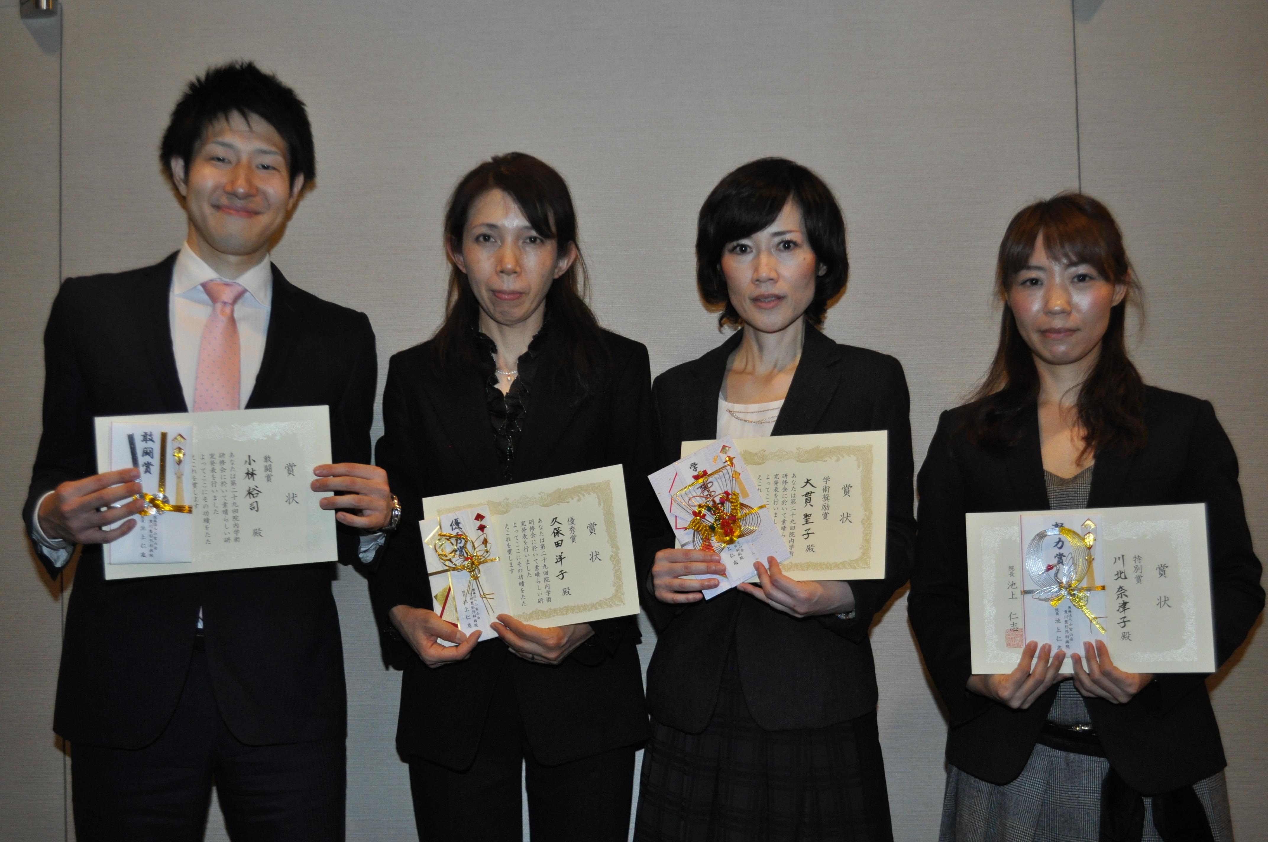 左より小林裕司理学療法士、久保田洋子主任臨床検査技師、大貫聖子看護師、川北奈津子手術室主任看護師