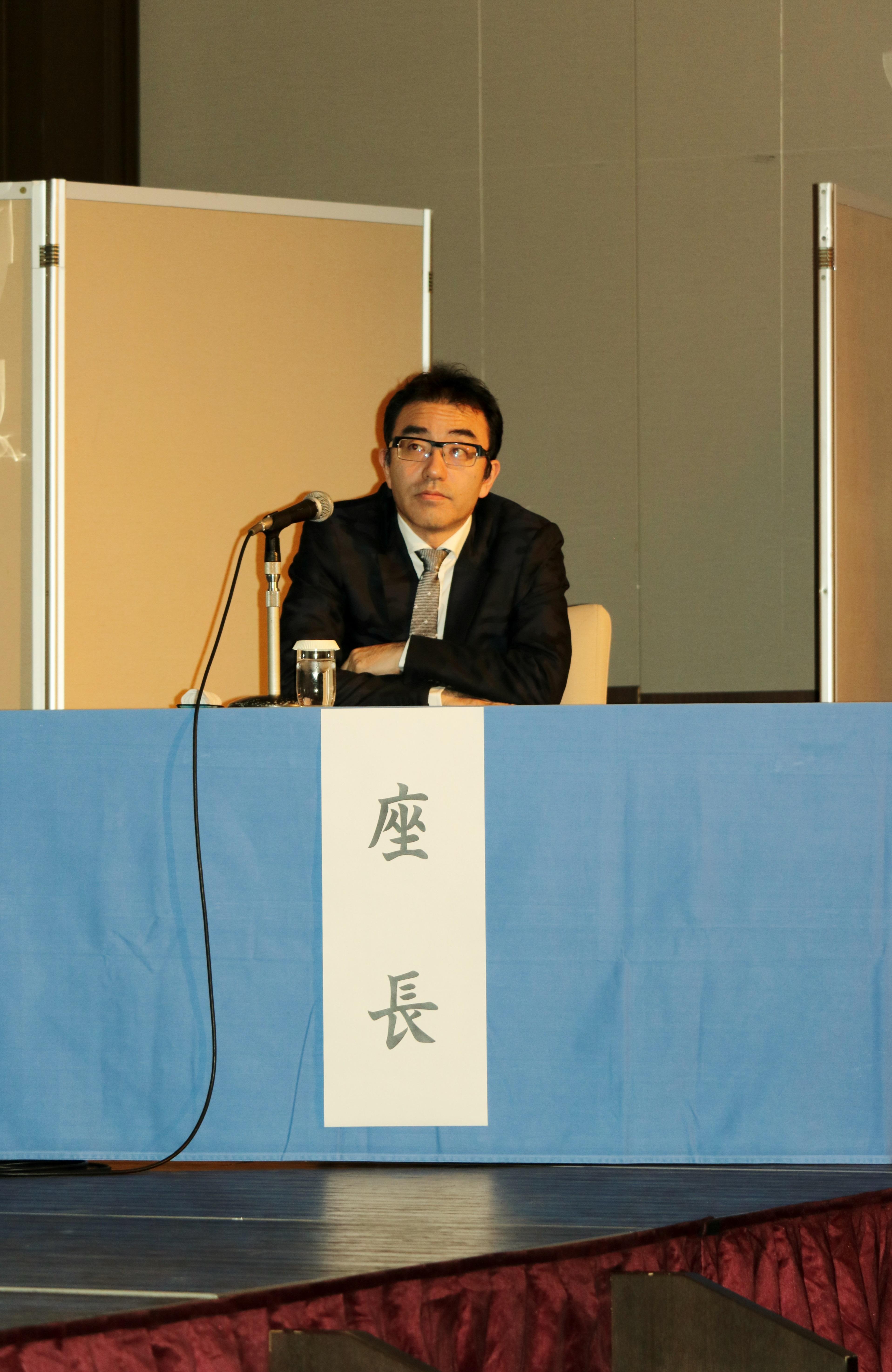 学術研修会大会長には時吉聡介病棟医長が努められました。