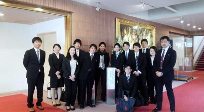 演題発表を行った小林健太郎理学療法士(前列右2人目)